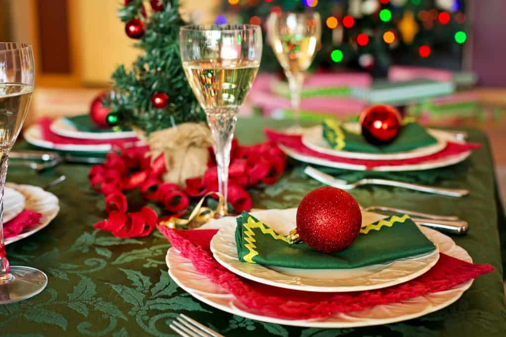 perfect holiday table Pinterest
